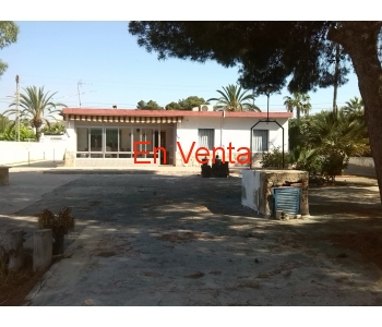 Chalet  independiente con parcela de 1000 m2.